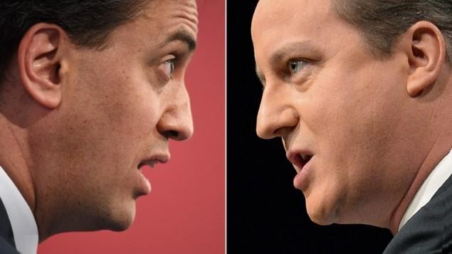 صورة مركبة تظهر رئيس حزب العمال المعارض، ايد ميليباند (يسار) ورئيس الوزراء البريطاني ورئيس حزب المحافظين ديفيد كاميرون (AFP/OLI SCARF)