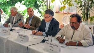البعثة البرلمانية الأمريكية الى كوبا خلال مؤتمر صحفي في هافانا، 27 مايو 2015 (ADALBERTO ROQUE / AFP)