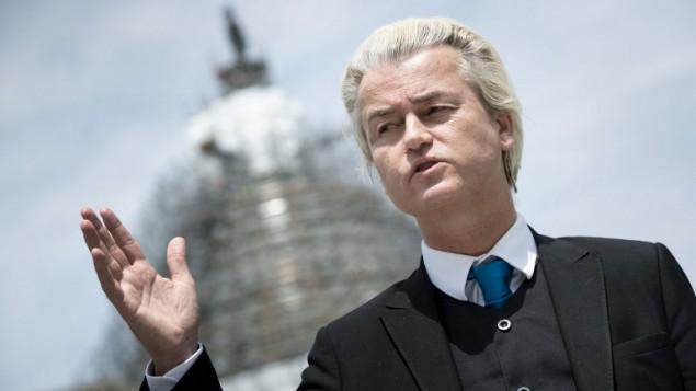 (ارشيف) النائب الهولندي المعادي للاسلام غيرت فيلدرز خلال مؤتمر صحفي في الولايات المتحدة، 30 ابريل 2015 (BRENDAN SMIALOWSKI / AFP)