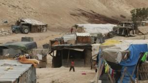 قرية بدوية غير معترف بها في النقب الجنوبي ( Kobi Gideon/Flash 90)