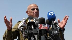 """قائد الجبهة الجنوبية شلومو """"سامي"""" ترجمان خلال مؤتمر صحفي، 5 اغسطس 2014 (Gideon Markowicz/Flash90)"""
