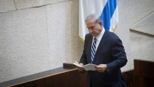 رئيس الوزراء بينيامين نتنياهو في كلمة أمام الكنيست في 4 مايو، 2015. (Miriam Alster/Flash90)