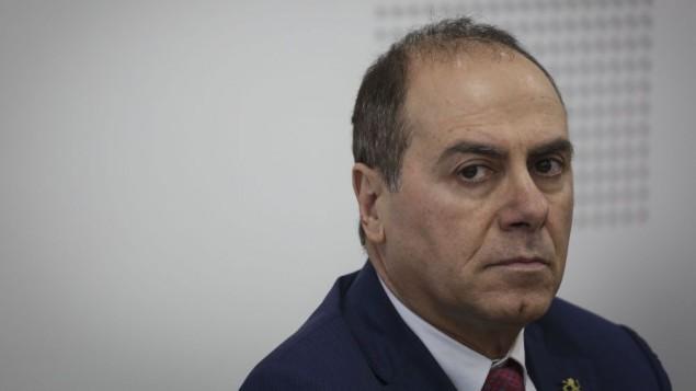 وزير الداخلية الجديدو سيلفان شالوم خلال  تسلم مهامه الوزارية  في وزارة الداخلية في القدس في 17 مايو، 2015. (Hadas Parush/Flash90)