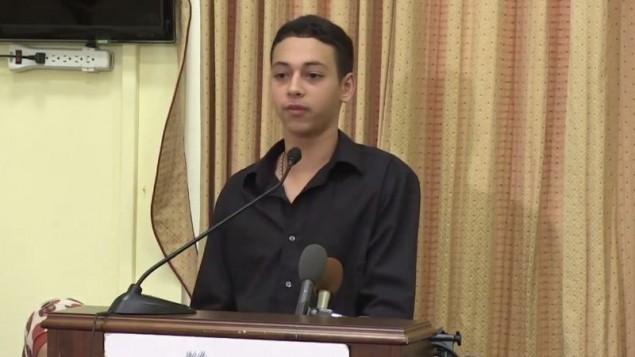 المواطن الأمريكي-الفسلطيني من فلوريدا، طارق أبو خضير، الذي ظهر في شريط فيديو وهو يتعرض للضرب على يد عناصر في الشرطة الإسرائيلية، يتحدث عن محنته. (لقطة شاشة: YouTube/CAIRtv)