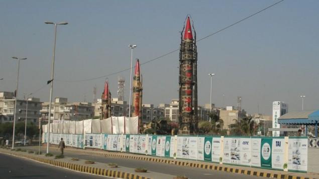صواريخ باكستانية معروضة قي كراتشي، باكستان ((CC-BY-SA SyedNaqvi90/Wikimedia Commons)