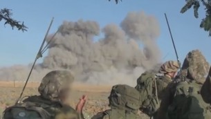 جنود اسرائيليون يراقبون بعد غارة جوية في غزة (screen capture: Youtube)