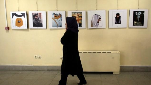 معرض لرسامي الكاريكاتور في طهران حول تنظيم الدولة الاسلامية 31 مايو 2015 (ATTA KENARE / AFP)