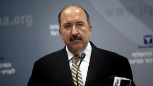 المدير العام للخارجية الإسرائيلية، دوري غولد، خلال إلقائه لكلمة في القدس، 1 يونيو. (AFP/THOMAS COEX)