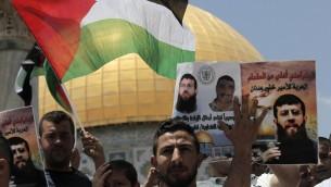 مظاهرة دعما للأسير الفلسطيني خضر عدنان المضرب عن الطعام احتجاجا على تمديد اعتقاله الاداري، القدس، 5 يونيو 2015 (AHMAD GHARABLI / AFP)