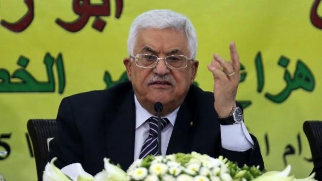 رئيس السلطة الفلسطينية محمود عباس خلال إجتماع مع المجلس الثوري لحركة فتح في مدينة رام الله بالضفة الغربية، 16 يونيو، 2015. (AFP/ABBAS MOMANI)