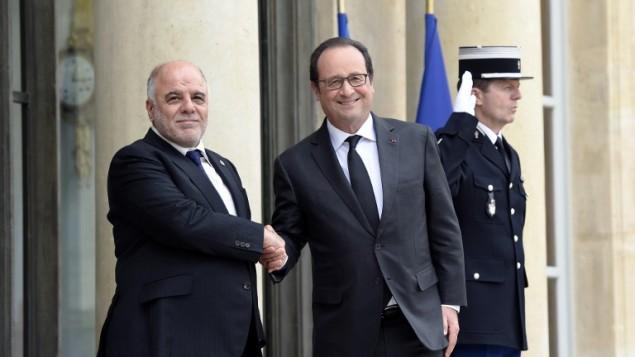 رئيس الوزراء العراقي حيدر العبادي مع الرئيس الفرنسي فرنسوا هولاند قبل اجتماع في باريس، 2 يونيو 2015 (ALAIN JOCARD / AFP)