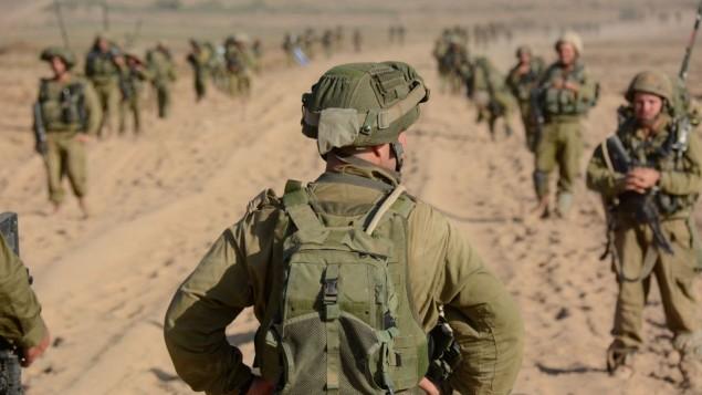 ضابط يستعد لإعادة جنوده إلى غزة (وحدة المتحدث بإسم الجيش الإسرائيلي/ Flickr)