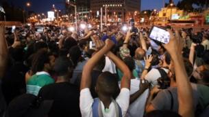 اسرائيليون من اصل اثيوبي يتظاهرون ضد عنف الشرطة وسوء معاملتهم في المجتمع الإسرائيلي في تل ابيب، 3 يونيو 2015 (FLASH90)
