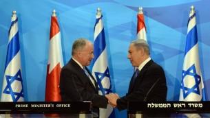 وزير الخارجية الكندي روبرت نيكلسون ورئيس الوزراء الإسرائيلي بنيامين نتنياهو في القدس، 3 يونيو 2015 (Haim Zach/GPO)