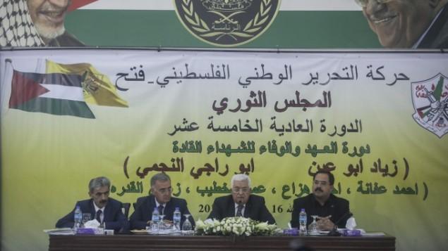 الرئيس الفلسطيني محمود عباس خلال افتتاح اجتماع المجلس الثوري لحركة فتح في مقر الرئاسة برام الله، 16 يونيو 2015 (STR/Flash90)