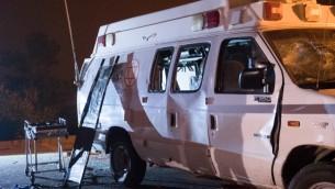 سيارة الإسعاف التي تعرضت للهجوم في هضبة الجولان في 22 يونيو، 2015 (Basel Awidat/Flash90)