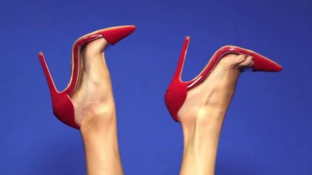 صورة توضيحية لحذاء ذات كعب عالي (YouTube/AMIClubwear)