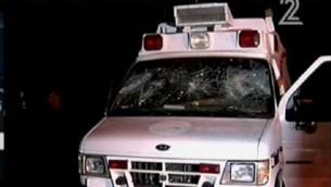 سيارة الإسعاف التي تعرضت للهجوم في هضبة الجولان في 22 يونيو، 2015. (لقطة شاشة: القناة 2)