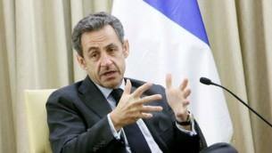 الرئيس الفرنسي السابق نيكولا ساركوزي خلال زيارة قام بها إلى القدس في 23 مايو، 2013. (Miriam Alster/FLASH90)