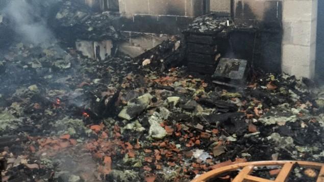 نتائج الحريق في كنيسة الخبز والسمك في الطابغة، على ضفاف بحيرة طبريا، 18 يونيو 2015 (Fire and Rescue Services)