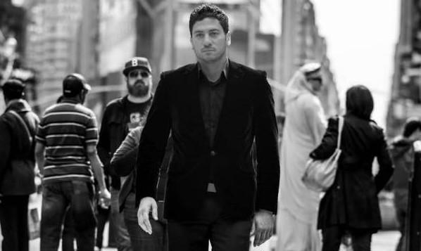 الشاعر العربي مروان مخول (35 عاما) الذي يحمل الهوية الإسرائيلية يتجول في شوارع بيروت. (لقطة شاشة: النهار)