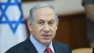 رئيس الوزراء بنيامين نتنياهو خلال الجلسة الأسبوعية للحكومة في القدس، 28 يونيو 2015 (Alex Kolomoisky/POOL)