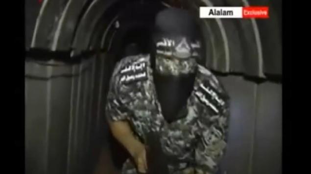 """لقطة شاشة من تقرير لقناة تلفزيونية أيرانية يدعي أنه يظهر نفقا جديدا لحركة حماس يصل إلى داخل الأراضي الإسرائيلية، 28 يونيو، 2015. (لقطة شاشة/قناة """"العالم"""")"""