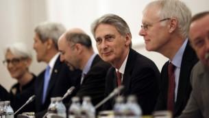 وزير الخارجية البريطاني فيليب هاموند خلال المفاوضات النووية في فيينا، 10 يوليو 2015 (CARLOS BARRIA / POOL / AFP)