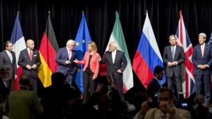 وزراء الخارجية المشارككين في المفاوضات النووية خلال المؤتمر الصحفي الاخير بعد المفاوضات في فيينا، 14 يوليو 2015 (JOE KLAMAR / AFP)