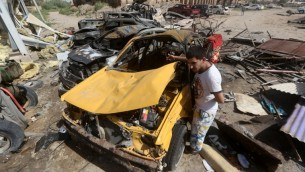 الحطام بعد التفجير الانتحاري الضخم في خان بني سعد بالعراق، 18 يوليو 2015 (AHMAD AL-RUBAYE / AFP)