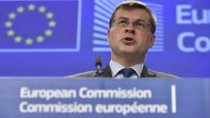 نائب رئيس المفوضية الاوروبية المكلف اليورو فالديس دومبروفسكيس في مقر الاتحاد الأوروبي في بروكسل، 1 يوليو 2015 (JOHN THYS / AFP)