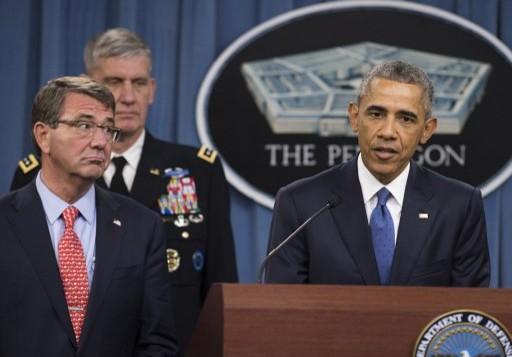 الرئيس الأمريكي باراك أوباما يتحدث بجانب وزير الدفاع الاميركي اشتون كارتر في واشنطن، 6 يوليو 2015 (SAUL LOEB / AFP)