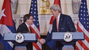 وزير الخارجية الأمريكي جون كيري ونظيره الكوبي برونو رودريغيز خلال مؤتمر صحفي في وزارة الخارجية الأمريكية، 20 يوليو 2015 (MANDEL NGAN / AFP)
