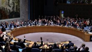 اعضاء مجلس الأمن الدولي يصوتون على قرار الاتفاق النووي الإيراني في مقر الأمم المتحدة في نيويورك، 20 يوليو 2015 (AFP/JEWEL SAMAD)