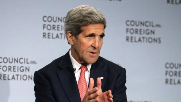 وزير الخارجية الأمريكي جون كيري خلال حديث له أمام مجلس العلاقات الخارجية حول الإتفاق النووي الإيراني في 24 يوليو، 2015 في نيويورك. (AFP/KENA BETANCUR)
