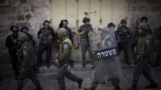 شرطة حرس الحدود في البلدة القديمة في القدس. (Yonatan Sindel/Flash90)