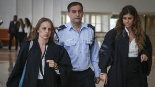 نائب المفتش العام للشرطة إفرايم براخا عند وصوله إلى المحكمة العليا في القدس في 2014. (Hadas Parush/Flash90)
