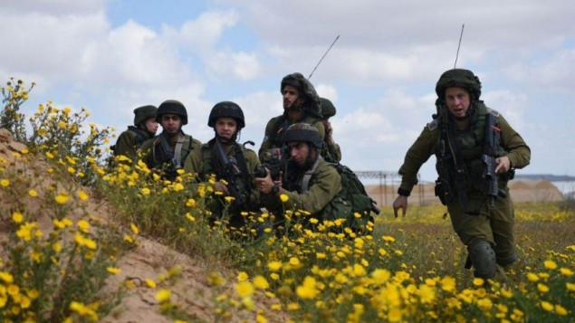 صورة توضيحية: جنود خلال تدريب للجيش الإسرائيلي في شعبة الحدود مع قطاع غزة في 22 مارس، 2015. (المتحدث بإسم الجيش الإسرائيلي)