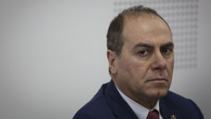 وزير الداخلية الذي تم تعيينه حديثا سيلفان شالوم في حفل تسليم الوزرارة للوزير الجديد، والتي أُجريت في وزارة الداخلية في القدس في 17 مايو، 2015. (Hadas Parush/Flash90)