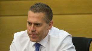 وزير الأمن العام الإسرائيلي غلعاد إردان، 18 مايو، 2015. (Yonatan Sindel/Flash90)