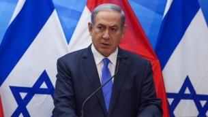 بينيامين نتنياهو يتحدث خلال مؤتمر صحفي مشترك في القدس في 14 يوليو، 2015. (Marc Israel Sellem/POOL)