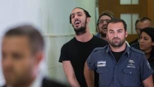 شلومو تويتو خارج المحكمة المركزية في القدس، 22 يوليو 2015 (Yonatan Sindel/Flash90)