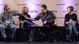 """أيمن عودة (الثاني من اليمين) خلال مؤتمر """"سلام الآن"""" في تل أبيب، الجمعة 24 يوليو، 2015. (Tomer Neuberg/Flash90)"""