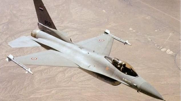 طائرة مقاتلة تابعة لسلاح الجو المصري. (لقطة شاشة: YouTube)
