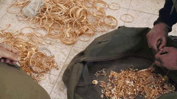 الذهب الذي صادره الشاباك في الضفة الغربية للاشتباه انه يستخدم لتمويل نشاطات حماس (Shin Bet Communications)