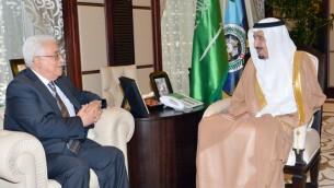 ولي العهد سلمان بن عبد العزيز ال سعود مع رئيس السلطة الفلسطينية محمود عباس، 18 يونيو 2014 (AFP/HO/Saudi Press Agency)