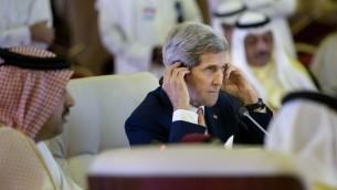 وزير الخارجية الأمريكي جون كيري اثناء اجتماع مع وزراء خارجية دول الخليج في الدوحة، 3 اغسطس 2015 (BRENDAN SMIALOWSKI / POOL / AFP)