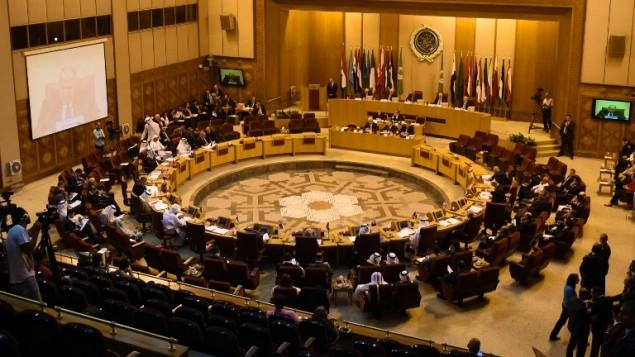 """وزراء خارجية الدول العربية الاعضاء في """"لجنة مبادرة السلام العربية"""" خلال اجتماع في مقر الجامعة العربية بالقاهرة، 5 اغسطس 2015 (MOHAMED EL-SHAHED / AFP)"""