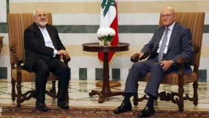 رئيس الوزراء اللبناني تمام سلام مع وزير الخارجية الإيراني محمد جواد ظريف في بيروت، 11 اغسطس 2015 (ANWAR AMRO / AFP)