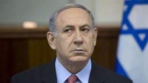 رئيس الوزراء بينيامين نتنياهو خلال الجلسلة الأسبوعية للمجلس الوزراي في مكتبه في القدس، 16 أغسطس، 2015. (Abir Sultan/AFP/POOL)